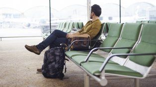 El hombre se negó a abandonar el aeropuerto y experimentó un cuadro agudo de agotamiento físico.