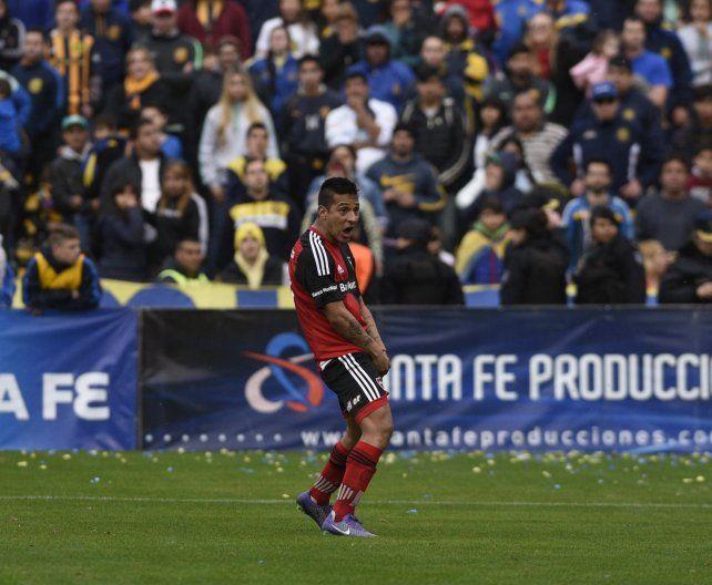 Tevez se disculpó por su festejo desmedido tras darle el triunfo a Newells ante Central