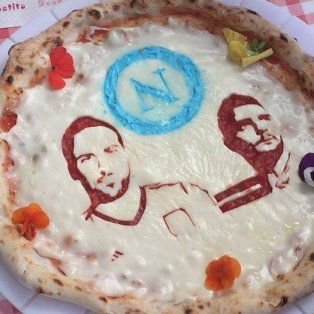 en napoles ofrecen una promocion de pizza si higuain se lesiona jugando para la juve