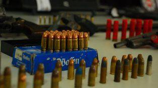 Municiones y armas secuestradas por la PDI en los operativos.