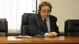Finalmente el juez Javier Beltramone evaluó que le asiste razón a la fiscalía porque el relato del imputado no se condice con la prueba científica.