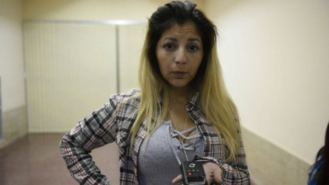 Jésica durante el juicio en el que fue condenado su ex pareja. El hombre ya está libre y ella sufre un acoso permanente.