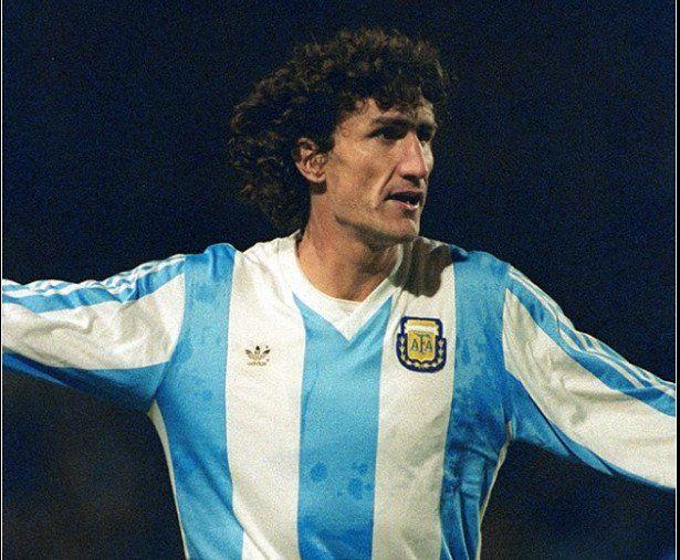 Cuál fue el mensaje que le mandó Maradona al Patón Bauza sobre su designación como DT de la selección