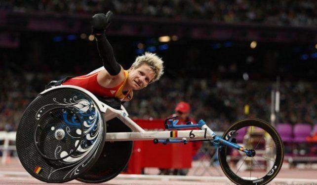 su mundo. La deportista en su silla de carreras con la que participó en las últimas competencias internacionales de Londres y Doha (Qatar).