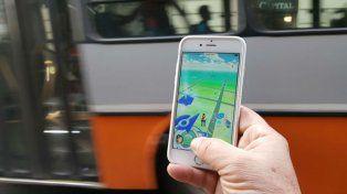 Hay personas que se mueven en auto en busca de estos bichitos virtuales y generan siniestros