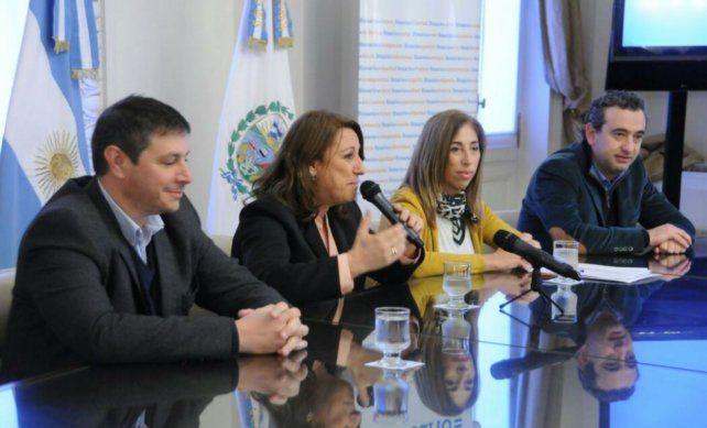 La intendenta presentó esta mañana el plan de pavimentación de mil cuadras de Rosario.
