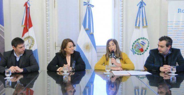 Susana Nader junto a Mónica Fein hoy en la presentación del plan de pavimentación.