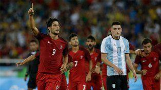 Argentina cayó en su debut olímpico frente a Portugal, con un blooper de Rulli