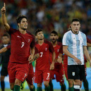 argentina cayo en su debut olimpico frente a portugal, con un blooper de rulli