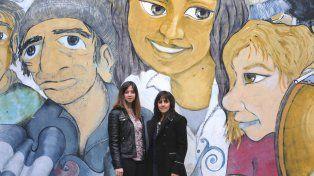 Las psicólogas Noelia Crescini y Johana Delguy decidieron armar talleres para madres en los que se comparten experiencias y se alejan los temores.