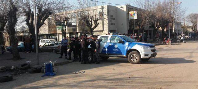 conflicto. Las fuerzas policiales debieron intervenir ante los hechos de violencia.