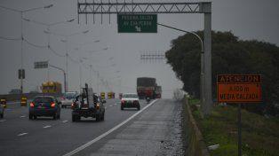 autopista urbana. La traza que rodea la ciudad se encuentra aún en reparación, por lo que la calzada se ensancha y se angosta varias veces a lo largo de todo el tramo.