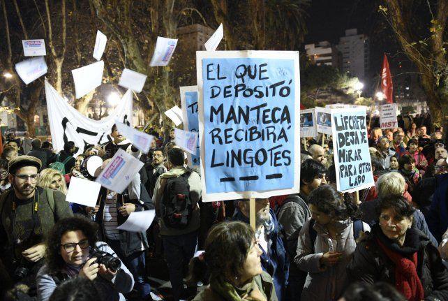 Protesta. El epicentro del ruidazo en la ciudad fue la plaza San Martín