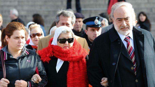 Hebe de Bonafini junto a uno de los abogados de la Fundación Madres de Plaza de Mayo.