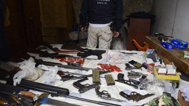 Parte del material incautado por la policía provincial.