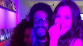 Jimena Barón y el hijo de Bob Marley durante la fiesta del miércoles.