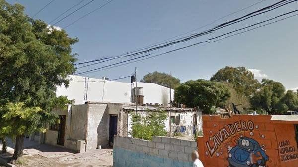 Penoso. La casa donde el nene era encadenado. Le retaceaban agua y comida.