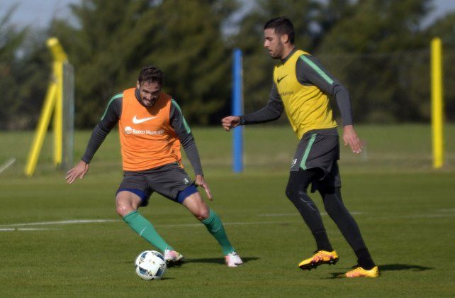 Con ventaja. Marco Torsiglieri y Esteban Burgos se perfilan para formar la dupla de zagueros centrales para cuando comience el próximo campeonato.