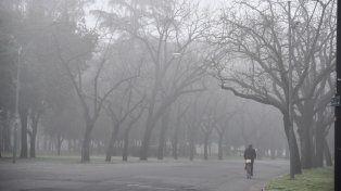 Esta mañana la niebla cubría gran parte de la ciudad. Precaución en las calles.