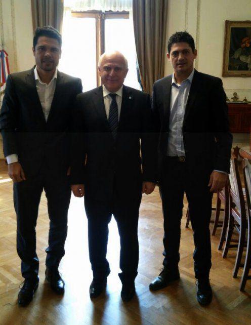 León Barreto (izquierda) tras la reunión que mantuvo con el gobernador Lifschitz.