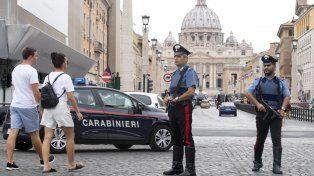 En alerta. Carabinieri realizan patrullajes en las inmediaciones de la basílica de San Pedro