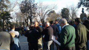 Decisiones. La población de Andino deliberó junto a autoridades comunales.