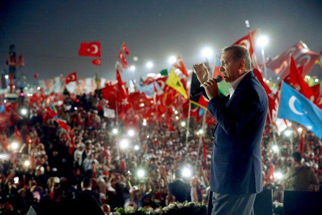 estrella. El cuestionado presidente islámico busca presentarse con el apoyo de toda la sociedad turca.