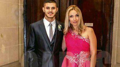Analía Rivero con su hijo el día del casamiento con Wanda.