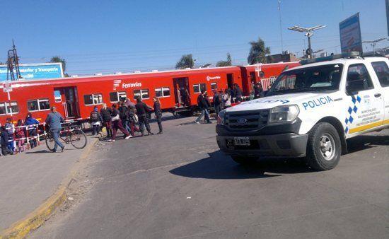 Cruce. Inmediaciones de la estación del ferrocarril Belgrano de Grand Bourg