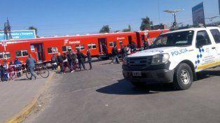 Cruce. Inmediaciones de la estación del ferrocarril Belgrano de Grand Bourg, noroeste del conurbano bonaerense.