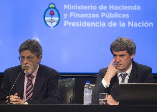 A la caza. El titular de la Afip y el ministro de Hacienda explicaron las ventajas de blanquear capitales.