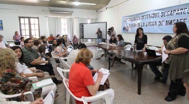 Los docentes piden la reapertura de la paritaria y decidirán en asamblea si van al paro