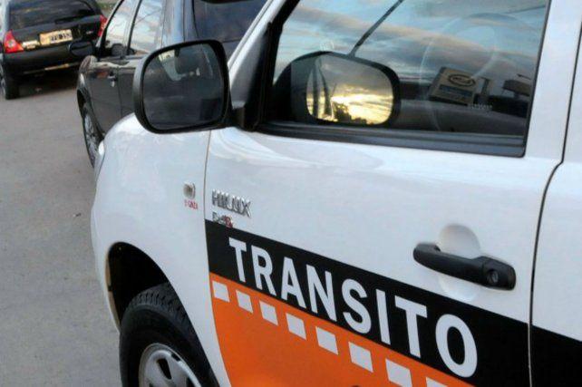 Inspectores del municipio remitieron más de 3.200 autos al corralón por estar estacionados en las paradas de colectivos (Foto Prensa de Municipalidad).