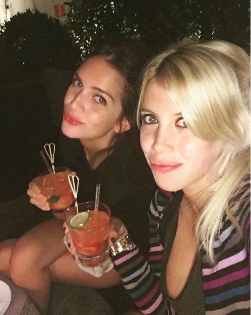Las hermanas Nara compartieron un trago en Milán.