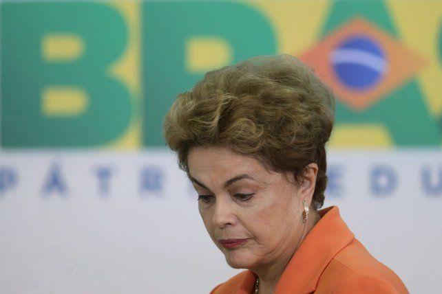 Resignada. Dilma y el PT saben que la suerte está echada. Temer gobernaría hasta el 31 de diciembre de 2018.