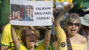 Impopular. Los ciudadanos brasileños no quieren a Michael Temer pero menos la quieren a Rousseff.