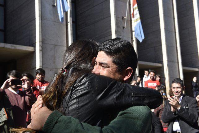 abrazo infinito. Juan Ponce
