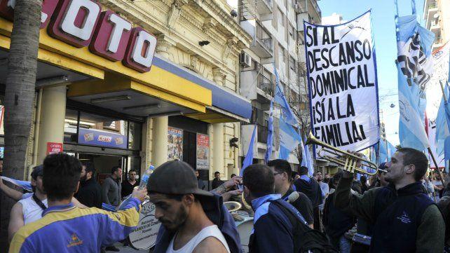 El gremio mercantil en una de las movilizaciones frente a Coto.