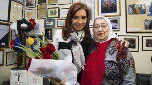 La expresidenta Cristina Fernández de Kirchner visitó hoy a Hebe de Bonafini.