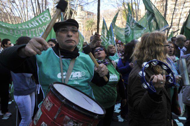 movilización. Los trabajadores marcharon hasta la Plaza San Martín.