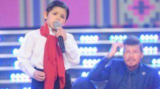 Enoc, el niño cantor que encantó a Tinelli, atrapó a la audiencia y fue la revelación de la noche