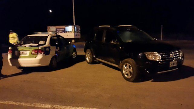 La camioneta Renault Duster que fue interceptada en un control sobre la autopista a Santa Fe.
