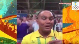 La hinchada argentina no paraba de cantar y el musicalizador brasileño hizo lo suyo