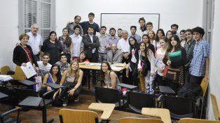 La foto registra el cierre del curso de la Cátedra de Pensamiento Constitucional Latinoamericano