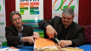 El ministro de Infraestructura Garibay y el intendente Ricci abrieron las propuestas de tres contratistas.