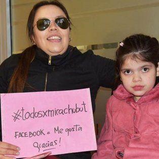 Carola Pedraza y su hija Micaela, a quien el aceite de marihuana le mejoró la salud ante las convulsiones.
