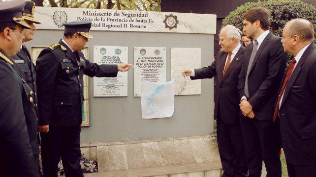 El gobernador Lifschitz inaugura una placa en el Patio