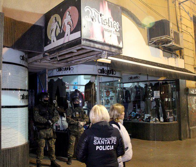 Clausurado. Los dueños de dos locales fueron detenidos. También fueron identificados 27 clientes prostituyentes.