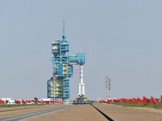 En posición. El cohete Shenzhou fue emplazado en la base de Jiuquan.