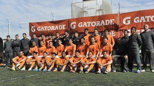 Los Naranjas. El equipo comando por Ameli se presenta ante su público en Alberdi y Travesía.